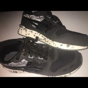 New Ascis running athletic shoes. Gel Lyte iii